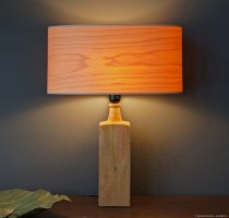 ovale tablelamp in maple wood.jpg