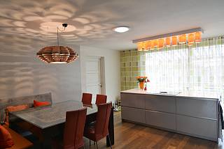 glow_carillon-lighting-wood-kitchen_2_1534795656.jpg